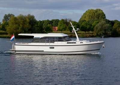 Linssen-40-SL-Sedan_eggshell_white