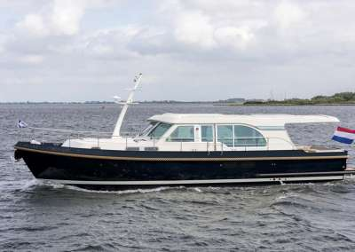 linssen-grand-sturdy-45-sedan-intero-eggshell-white-blue-hull