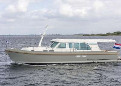 linssen-grand-sturdy-45-sedan-intero-eggshell-white-green-hull