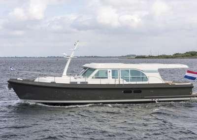 linssen-grand-sturdy-45-sedan-intero-eggshell-white-grey-hull