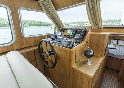 linssen_grand_sturdy_40.0_sedan_steuerstand